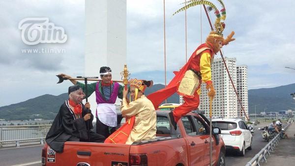 Thầy trò 'Tây du kí' đổ bộ đường phố Đà Nẵng khiến người dân phấn khích