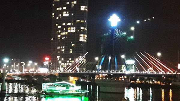 Đà Nẵng cho phép tàu, thuyền du lịch chở khách xem pháo hoa trên sông Hàn