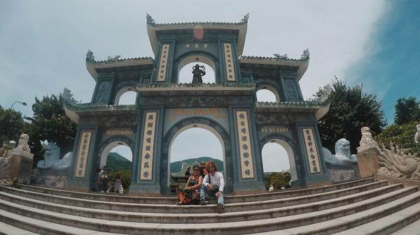 """Bà mẹ U70 du lịch Đà Nẵng – Hội An cùng con trai: Chụp ảnh """"chất đừng hỏi"""""""