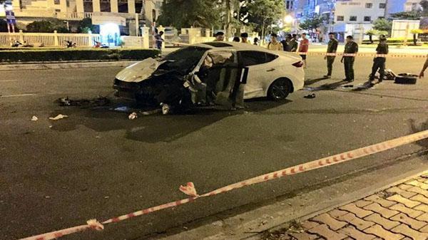 Đà Nẵng: Lái ô tô đâm trúng bùng binh, nam thanh niên tử vong thương tâm đúng ngày sinh nhật