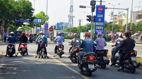 Đà Nẵng: Nhiều trường hợp đi ngược chiều tại đường gom Yết Kiêu-Ngô Quyền-Ngũ Hành Sơn