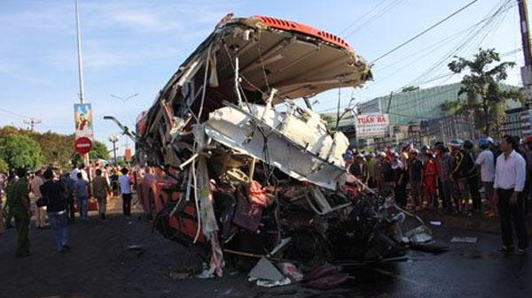 Hiện trường kinh hoàng vụ tai nạn 11 người chết, xe tải chạy 105km/h