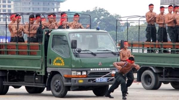 Đà Nẵng: Mãn nhãn với màn trình diễn võ thuật trong buổi Tổng duyệt xuất quân bảo vệ APEC 2017