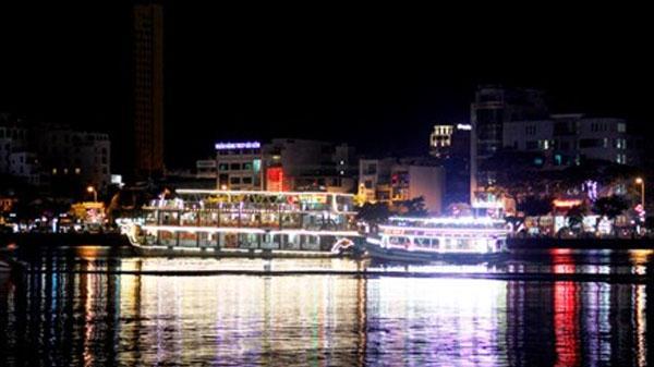 Sông Hàn Đà Nẵng có tàu du lịch 5 sao