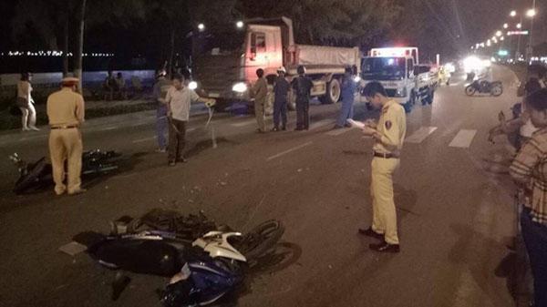 Đà Nẵng: Hai xe máy tông nhau trong đêm, 3 người nguy kịch