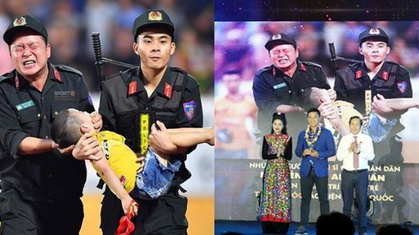 """Bức ảnh chiến sĩ cảnh sát cơ động nén đau ngăn bé trai cắn lưỡi đạt giải cao nhất """"Khoảnh khắc báo chí 2019"""""""