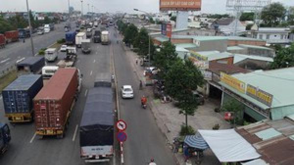 Đồng Nai: Biến Quốc lộ 1A thành bãi đậu xe, phục vụ một loạt quán cơm