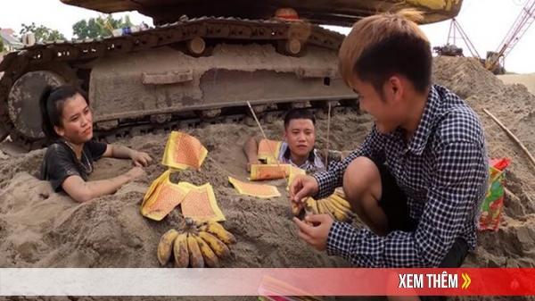 Con trai bà Tân Vlog hết trò câu view đi thắp nhang cúng vái chính em gái mình nhận về 'rổ gạch đá'