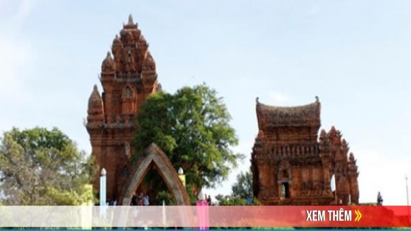 Ninh Thuận: Tổ chức tiệc tùng ở Tháp Chăm 700 tuổi để quảng bá du lịch