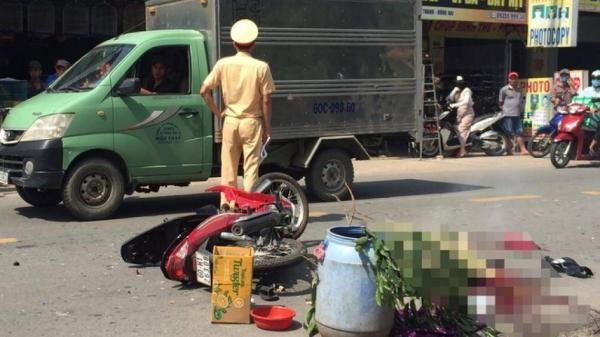 """Đồng Nai: Xe máy """"đấu đầu"""" ô tô tải, chồng tử vong tại chỗ, vợ nguy kịch"""
