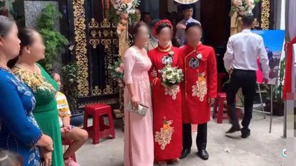 """Màn rước dâu hiếm có: Mẹ chồng dắt tay con dâu đi thẳng sang nhà """"hàng xóm"""" đối diện song lại khiến dân mạng vô cùng """"thèm muốn"""""""
