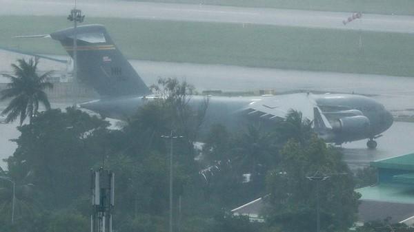 Máy bay C-17 đưa Marine One của Tổng thống Trump đáp xuống Đà Nẵng
