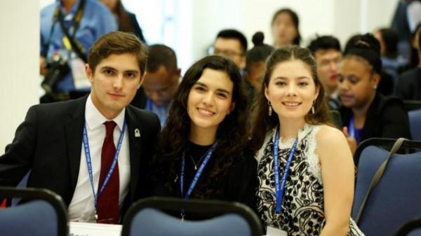 Những đại biểu xinh đẹp hút ánh nhìn ở APEC