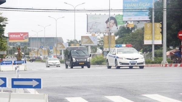 Xe chở đại biểu APEC trên phố Đà Nẵng