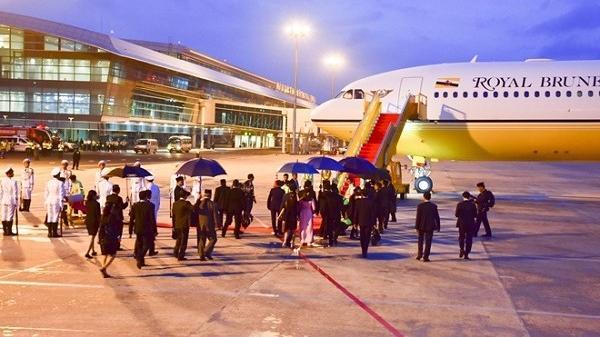 Quốc vương Brunei tự lái chuyên cơ dát vàng tới Đà Nẵng dự APEC
