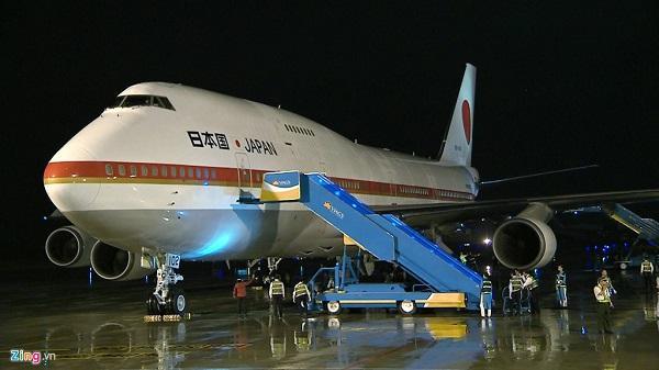 Thủ tướng Shinzo Abe đi Air Force One của Nhật đến Đà Nẵng