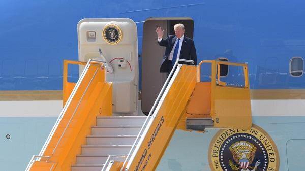 HOT CLIP: Lễ đón Tổng thống Donald Trump ở sân bay Đà Nẵng