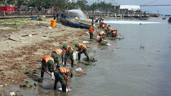 Diễn tập ứng phó sự cố tràn dầu trên sông Hàn