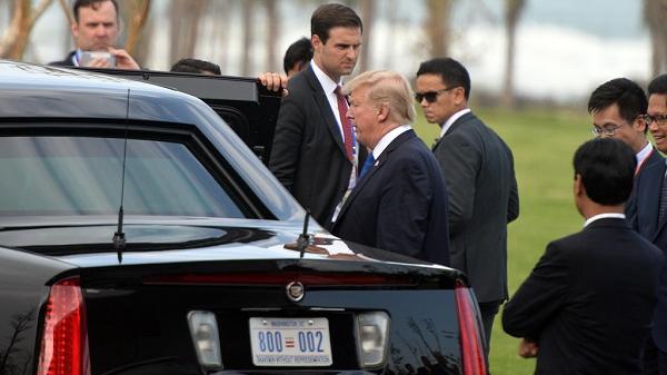 Cận cảnh mật vụ Mỹ bảo vệ khi Tổng thống Trump phát biểu