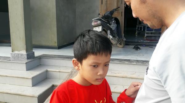 Xót thương bé trai ở Quảng Trị mất trí nhớ khi cứu em trượt chân trong lũ