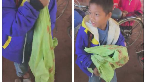Bé trai vùng cao Quảng Trị ôm gà đến tặng cô giáo ngày 20/11, biểu cảm vụng về và đáng yêu khiến dân mạng thích thú