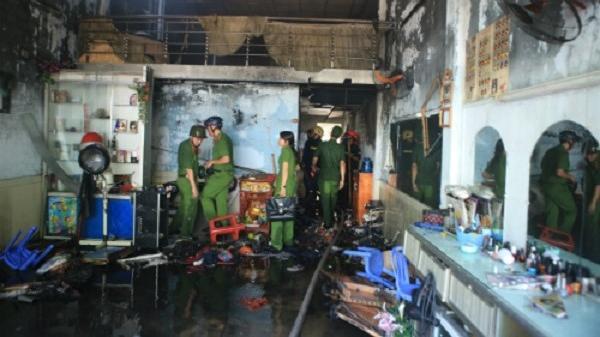 Đà Nẵng: Nhà cháy rụi, bé gái được hàng xóm cho mượn đồ để đi thi học kỳ
