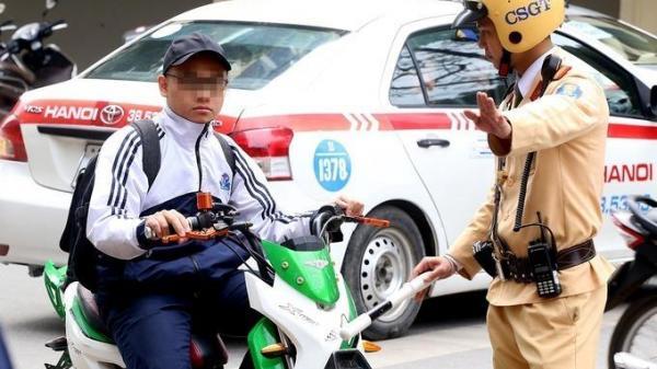 Người đi xe máy dưới 50 phân khối sẽ phải có bằng lái