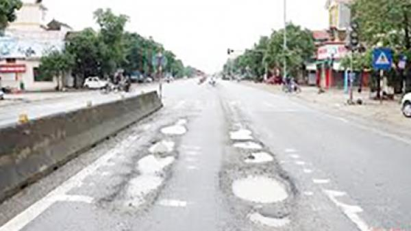 Quảng Trị: Quốc lộ 1 hỏng nặng sau mưa lũ vẫn chưa được sửa chữa