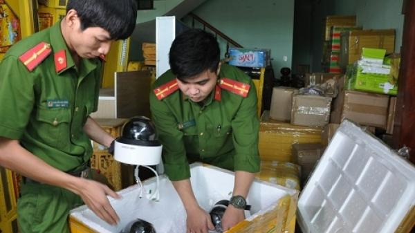 Tạm giữ 200 thùng bài, thẻ chíp phục vụ cho sòng bạc ở Đà Nẵng