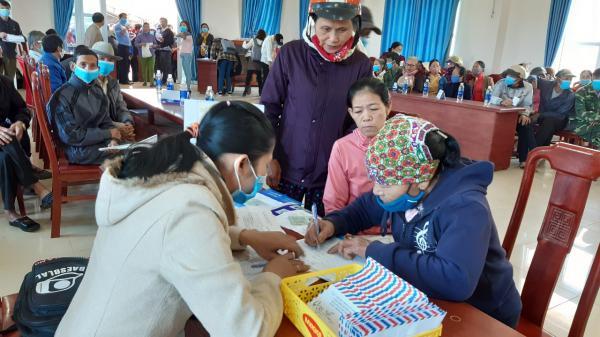 Tổ chức CRS trao gần 1,9 tỷ đồng tiền hỗ trợ đa mục đích cho người dân huyện Cam Lộ bị ảnh hưởng bởi bão lũ