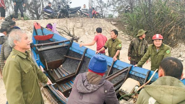 Vĩnh Linh: Kịp thời cứu hộ  thuyền của ngư dân bị sóng biển đánh chìm