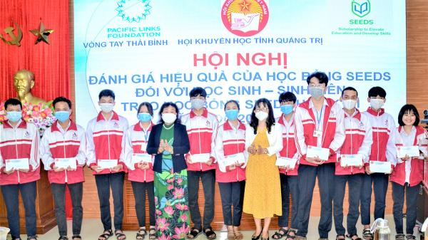 Quảng Trị: Trao học bổng SEEDS cho học sinh 12 trường THPT