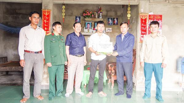 Thanh niên Quảng Trị phấn khởi, tự tin lên đường nhập ngũ