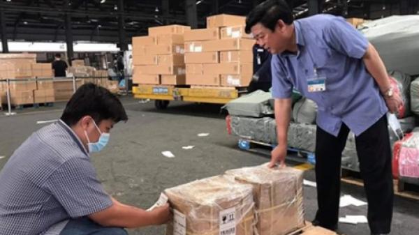 Lô cao dược liệu đầu tiên của nông dân Quảng Trị lên máy bay sang Mỹ