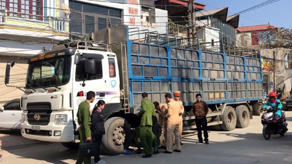 Điện Biên: Đang đi bộ dưới lòng đường, bị xe tải đâm tử vong