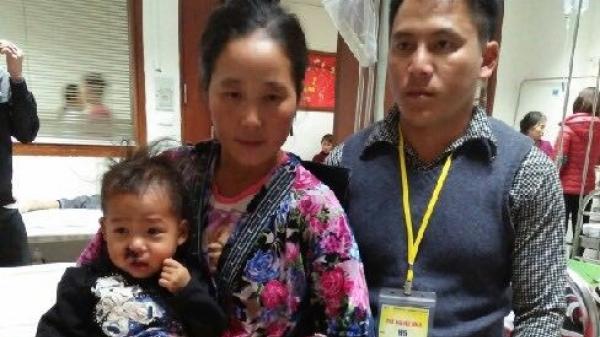 Xót lòng bé gái Điện Biên nhiễm trùng máu, bố mẹ không dám đưa về Hà Nội chữa bệnh