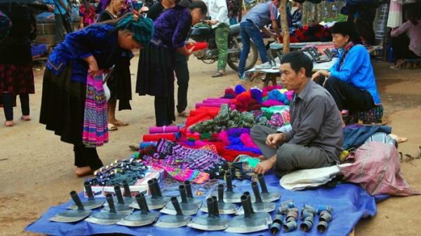 Thong dong dạo bước chợ phiên Tủa Chùa, Điện Biên