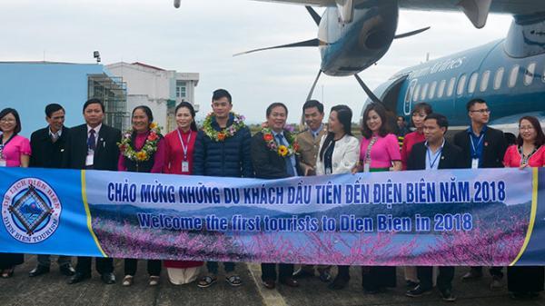 Đón du khách đầu tiên đến Điện Biên bằng đường hàng không năm 2018