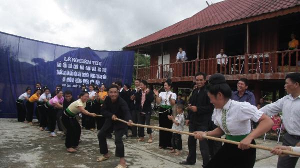 Người dân bản Che Căn sẵn sàng chào đón sự kiện Hoa anh đào Mường Phăng