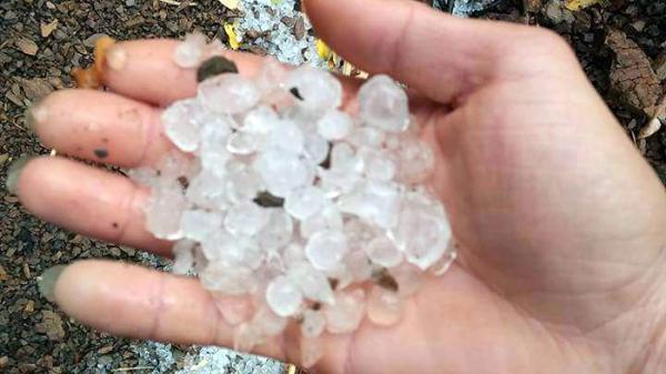 Xuất hiện giông lốc và mưa đá tại Điện Biên, 4 nhà dân bị hư hại