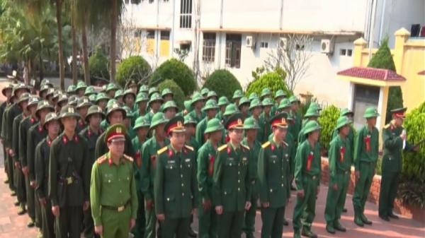 Tân binh Điện Biên hồ hởi lên đường nhập ngũ