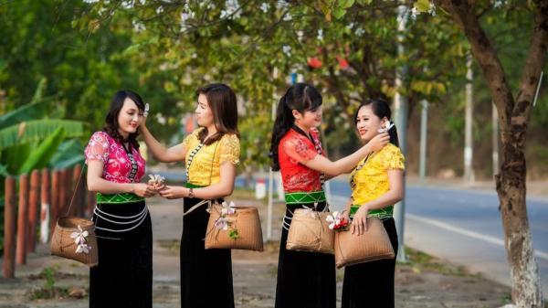 Hoa ban trong đời sống người Thái Điện Biên
