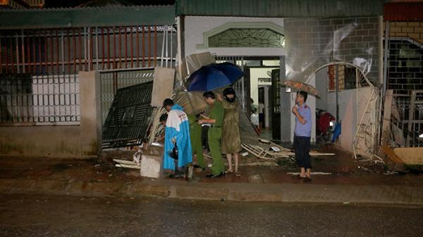 Điện Biên Phủ: Ô tô 'điên' đâm vào 3 nhà dân rồi bỏ chạy