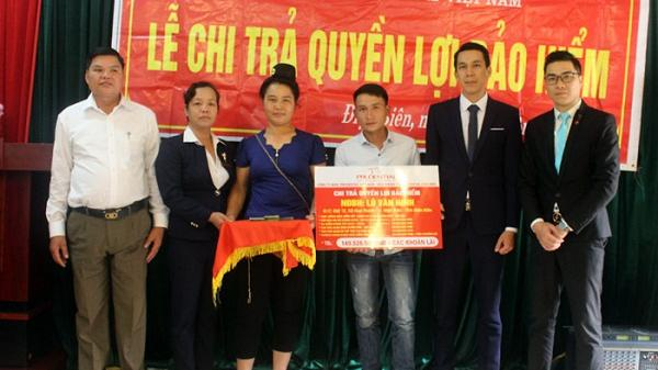Điện Biên: Chi trả quyền lợi bảo hiểm cho khách hàng bị thương tật
