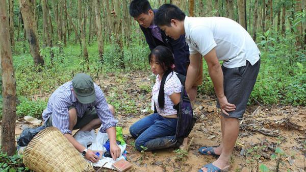 Điện Biên Đông: Bắt quả tang một phụ nữ gùi 2 bánh heroin, 8.000 viên ma túy tổng hợp đi tiêu thụ