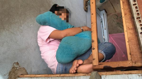 Phải ở nhà vì không có tiền đi học, bé gái 11 tuổi câm điếc bị xe ôm đưa vào nhà nghỉ xâm hại