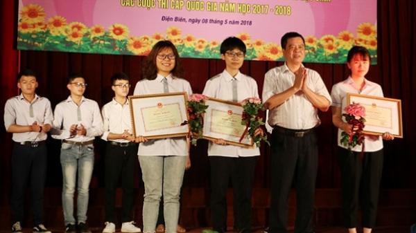 Điện Biên: Tuyên dương học sinh đạt thành tích và giáo viên bồi dưỡng học sinh các cuộc thi cấp quốc gia năm học 2017 - 2018