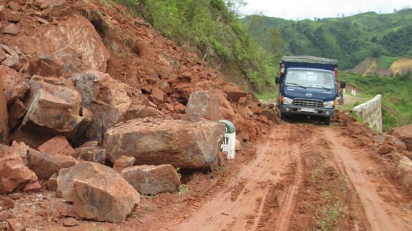 Sạt lở hơn 4.000m3 đất đá trên tuyến đường ĐT145B
