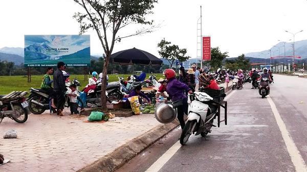 Điện Biên: Nhức nhối hình ảnh vỉa hè thành nơi họp chợ