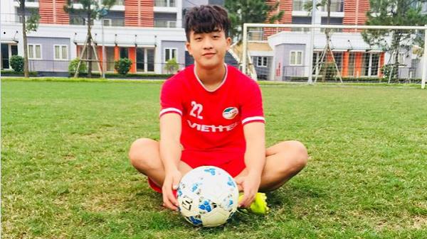 Nối gót dàn cầu thủ cực phẩm U23, tiền đạo 18 tuổi điển trai khiến hội chị em phát cuồng